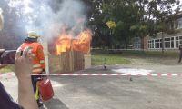 Vorfhrung-Fettexplosion-im-Feuerhaus